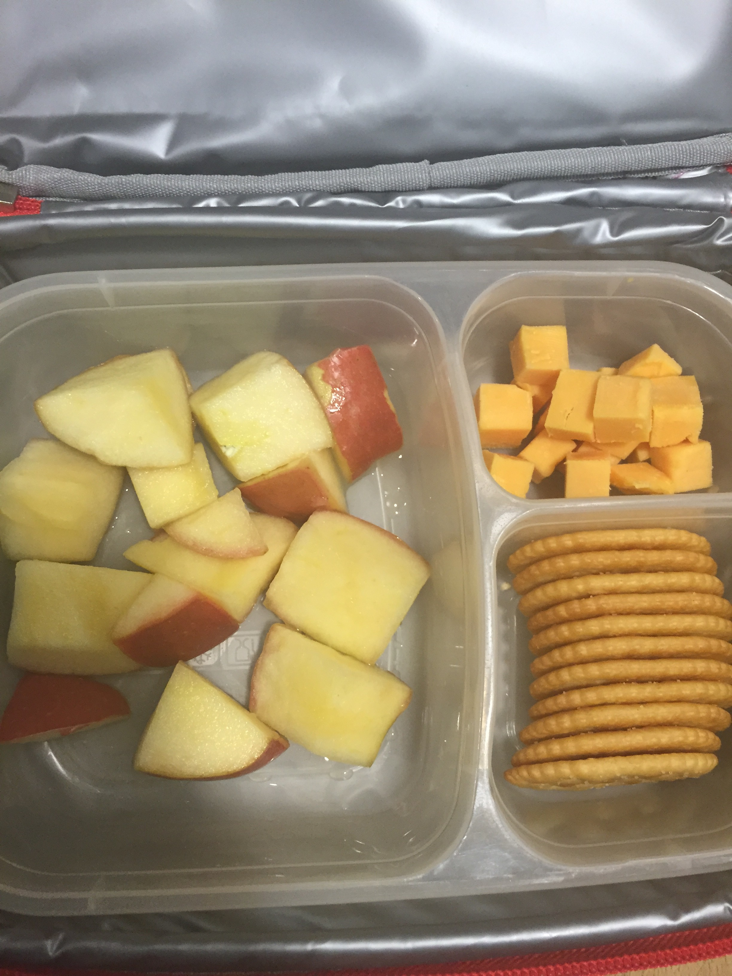 how to keep cut up apples for lunches